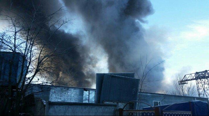В Вишневом горят склады, фото-2