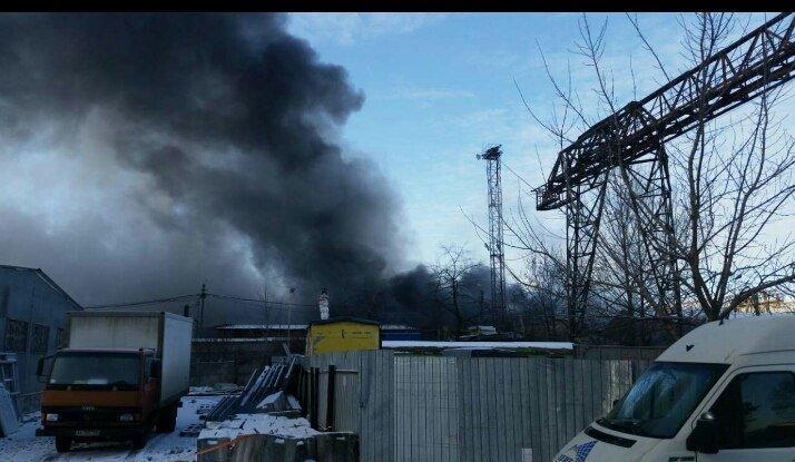 В Вишневом горят склады, фото-3