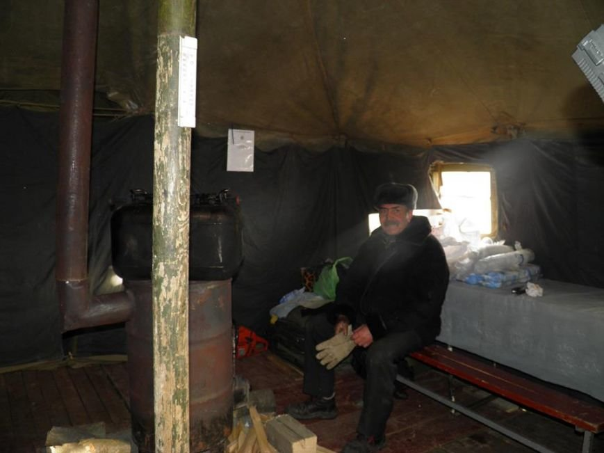 Як мер Ужгорода рятувався від холоду у пункті обігріву: фото, фото-4