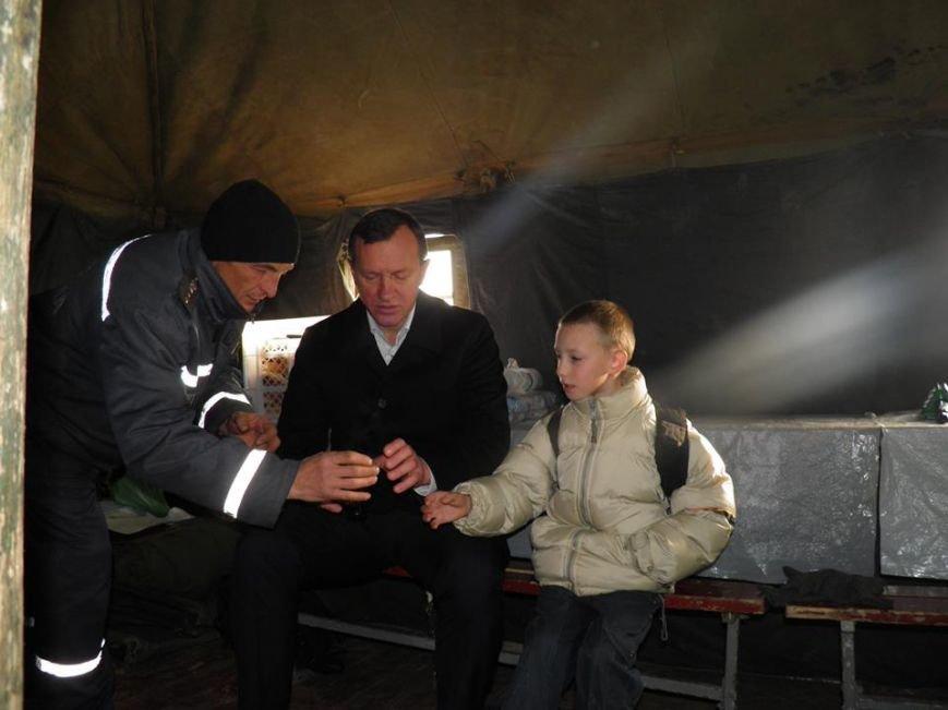Як мер Ужгорода рятувався від холоду у пункті обігріву: фото, фото-1