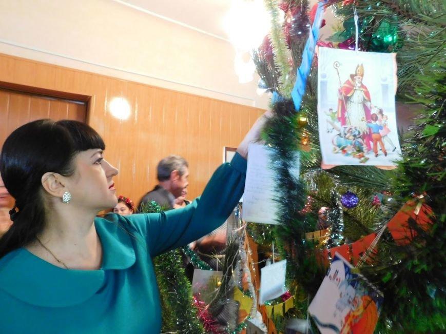 В Добропольком районе детей из льготных категорий населения поздравили с Днём Святого Николая, фото-4