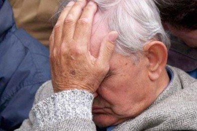 В Кривом Роге: горожане не отдали чиновникам ель, правозащитник заявил о покушении на него, пенсионер отдал мошенникам 500 долларов, фото-2