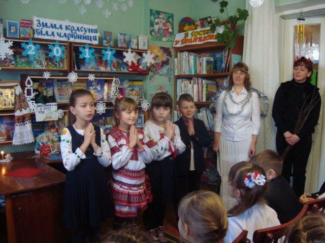 У Новограді-Волинському відбулося свято-зустріч «Я Святого Миколая у віконце виглядаю», фото-3