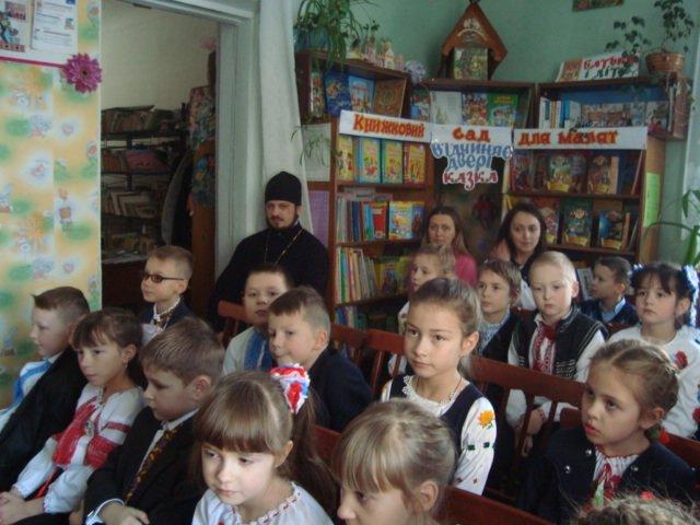 У Новограді-Волинському відбулося свято-зустріч «Я Святого Миколая у віконце виглядаю», фото-1