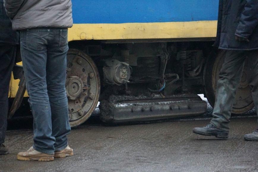 В Каменском снова трамвай сошел с рельсов на перекрестке, фото-5