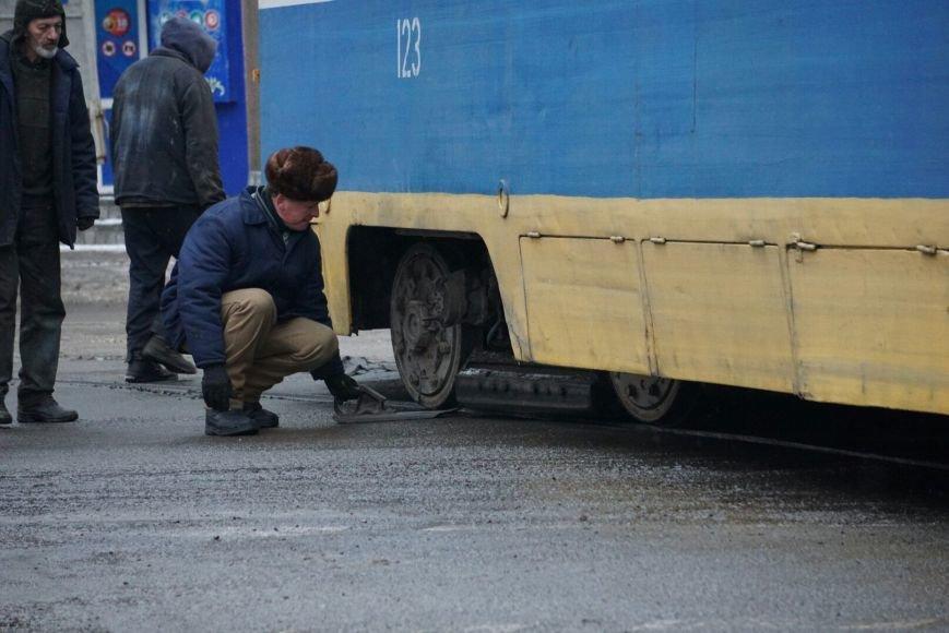 В Каменском снова трамвай сошел с рельсов на перекрестке, фото-4