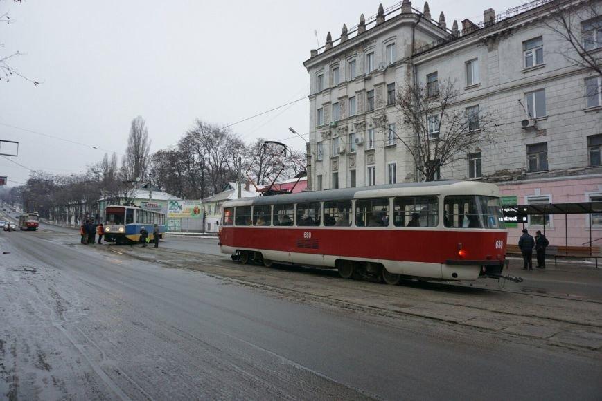 В Каменском снова трамвай сошел с рельсов на перекрестке, фото-3