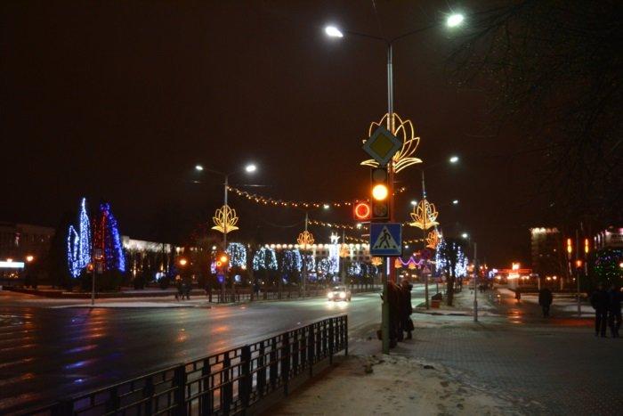 Огни ночного города. Как выглядит центр Новополоцка накануне праздников, фото-3