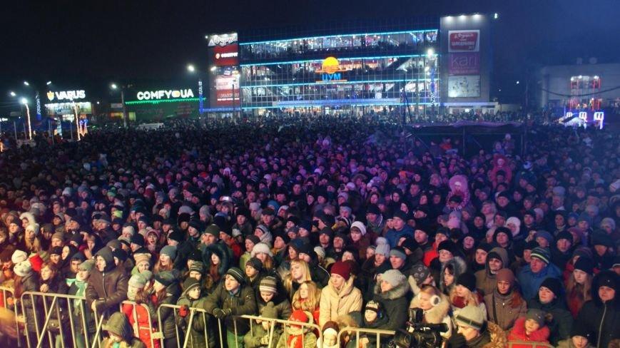 В Каменском тысячи горожан пришли на открытие новогодней елки и ледового катка, фото-6