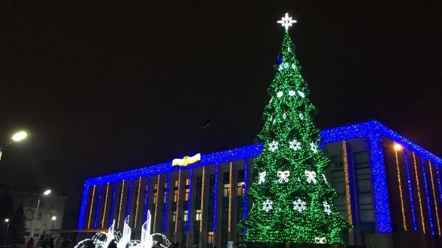 В Каменском тысячи горожан пришли на открытие новогодней елки и ледового катка, фото-4