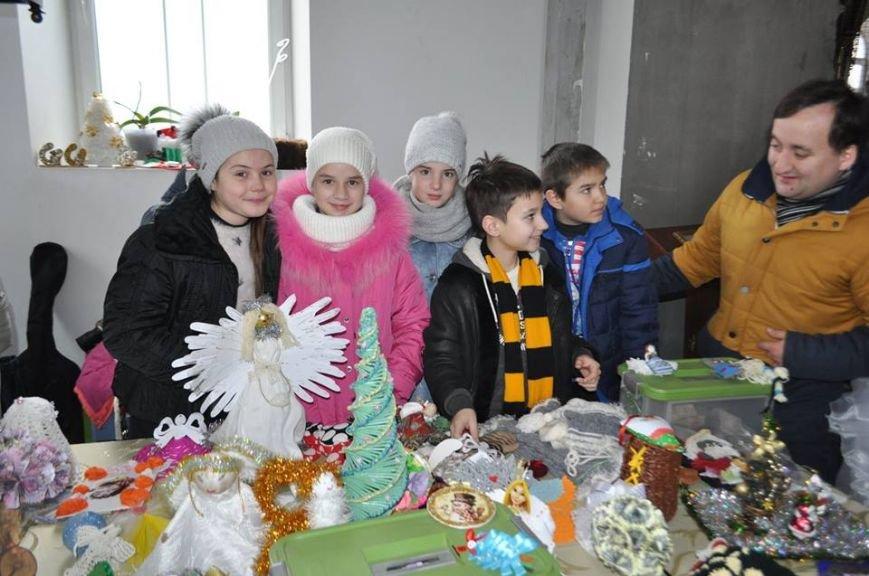 В Херсоне на благотворительном аукционе для маленькой Вари, у которой обнаружили рак, собрали почти 4,5 тыс. гривен (фото), фото-1