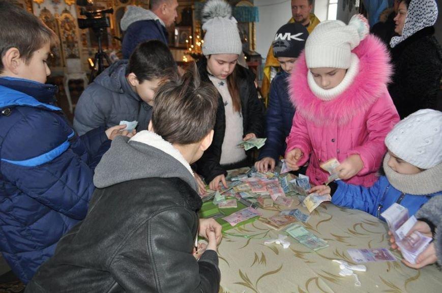 В Херсоне на благотворительном аукционе для маленькой Вари, у которой обнаружили рак, собрали почти 4,5 тыс. гривен (фото), фото-2