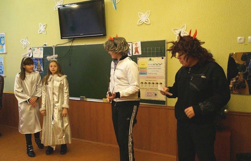 Коридоры девятой школы Павлограда превратились в сплошную игровую зону, фото-7