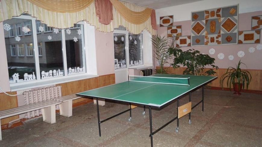 Коридоры девятой школы Павлограда превратились в сплошную игровую зону, фото-1