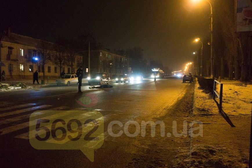 В Каменском на проспекте Юбилейном в ДТП погибла женщина-пешеход, фото-3
