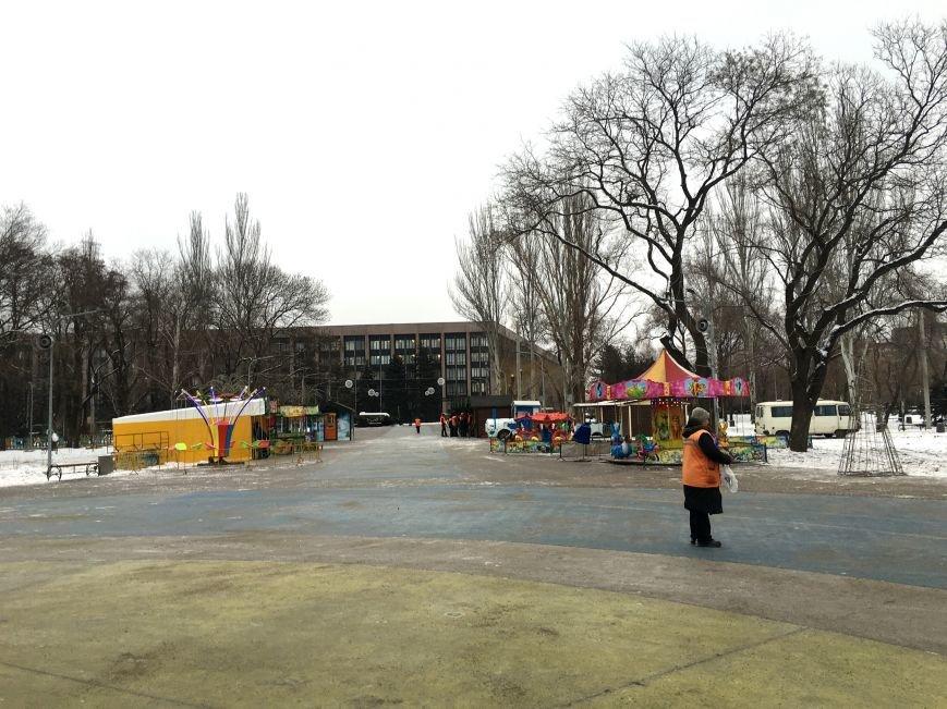 В парке Героев идут последние приготовления к открытию главной елки Кривого Рога (ФОТО), фото-9