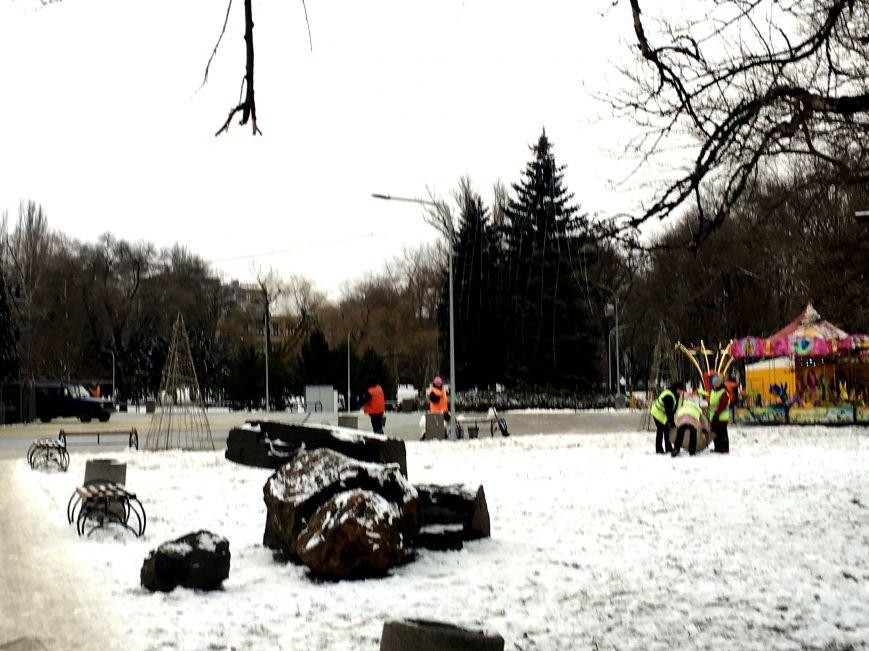 В парке Героев идут последние приготовления к открытию главной елки Кривого Рога (ФОТО), фото-3