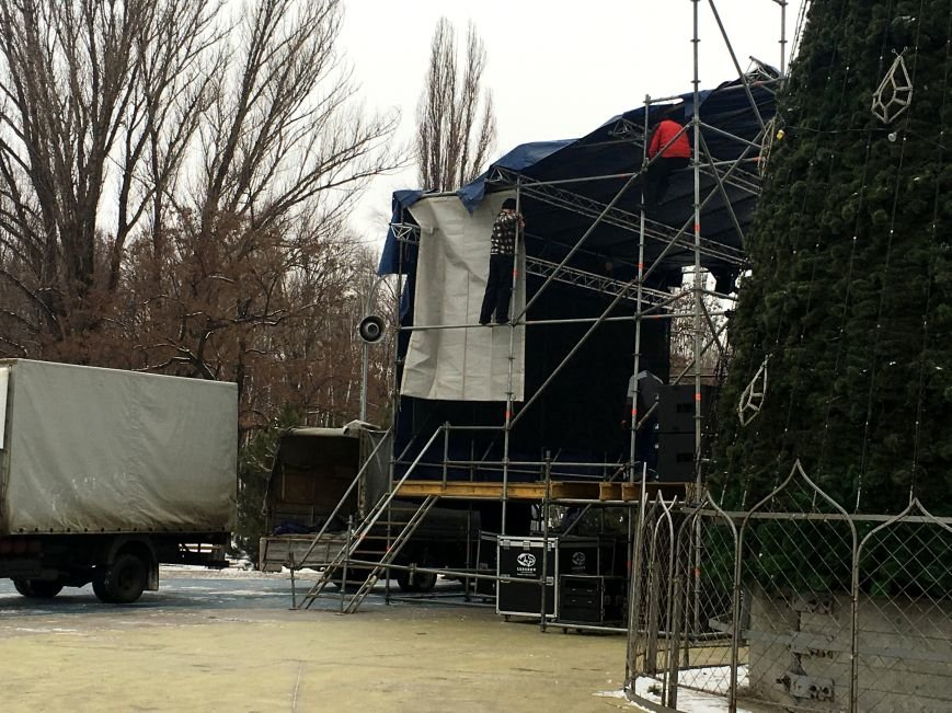 В парке Героев идут последние приготовления к открытию главной елки Кривого Рога (ФОТО), фото-5