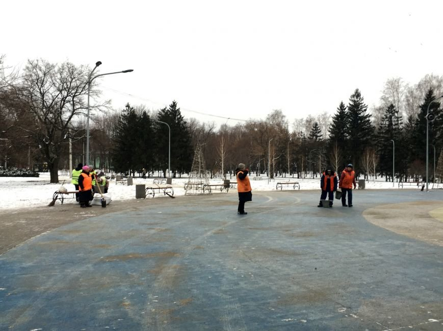 В парке Героев идут последние приготовления к открытию главной елки Кривого Рога (ФОТО), фото-15