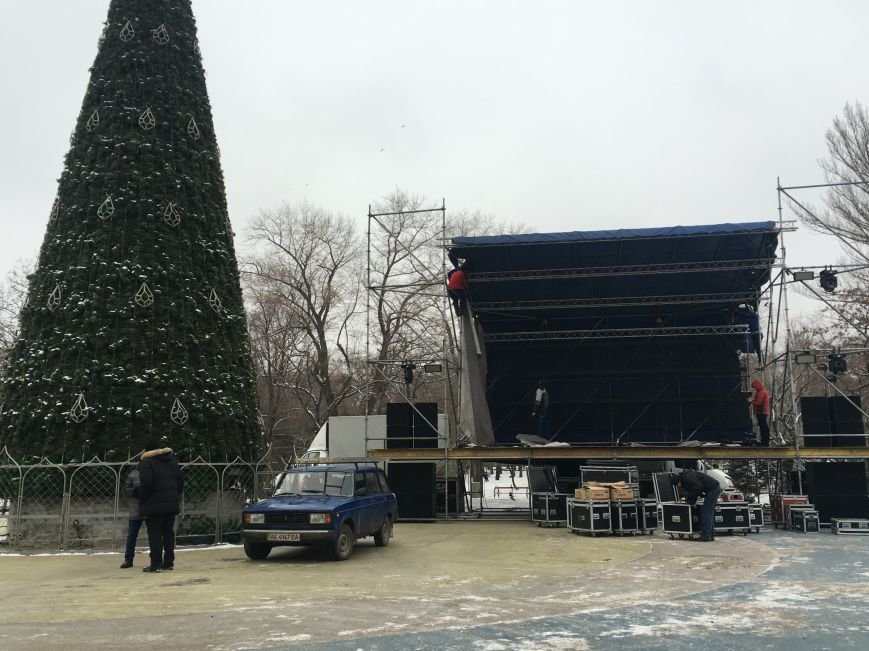 В парке Героев идут последние приготовления к открытию главной елки Кривого Рога (ФОТО), фото-16