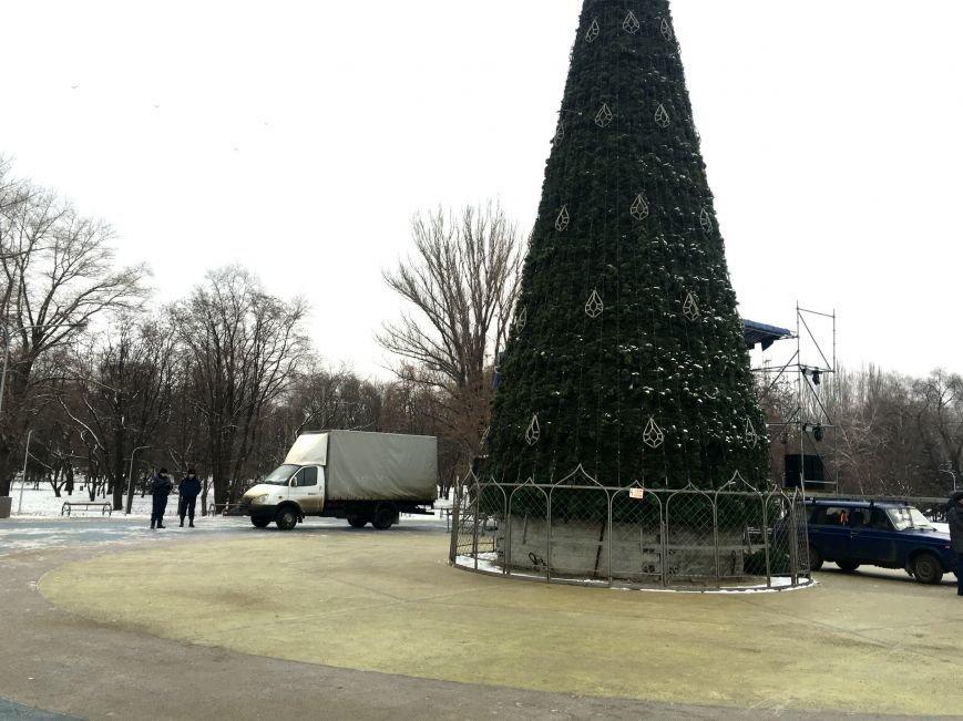 В парке Героев идут последние приготовления к открытию главной елки Кривого Рога (ФОТО), фото-19