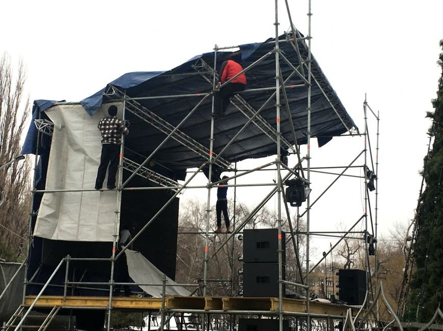 В парке Героев идут последние приготовления к открытию главной елки Кривого Рога (ФОТО), фото-6