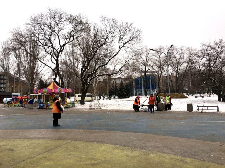 В парке Героев идут последние приготовления к открытию главной елки Кривого Рога (ФОТО), фото-8