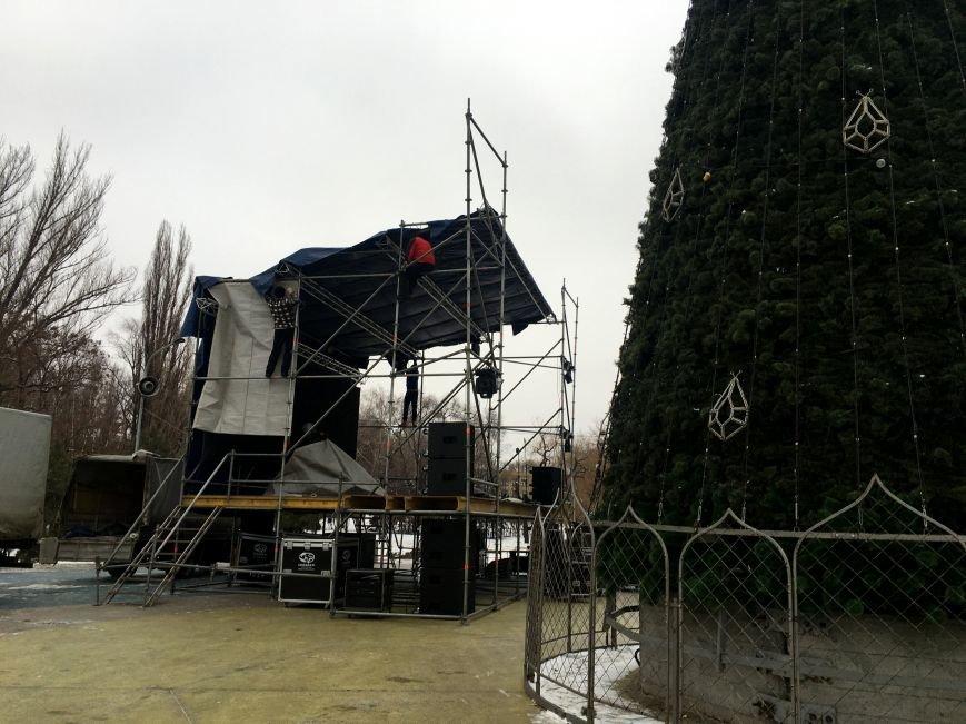 В парке Героев идут последние приготовления к открытию главной елки Кривого Рога (ФОТО), фото-7