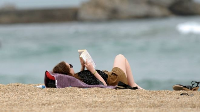 160801094415_reading_on_the_beach_2_640x360_afp_nocredit