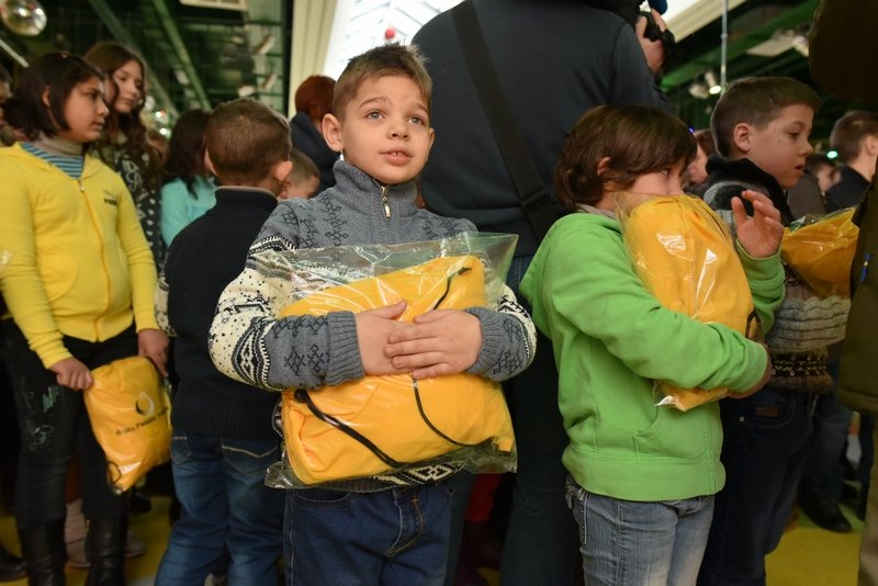 140 тысяч детей получат подарки от Рината Ахметова, фото-3