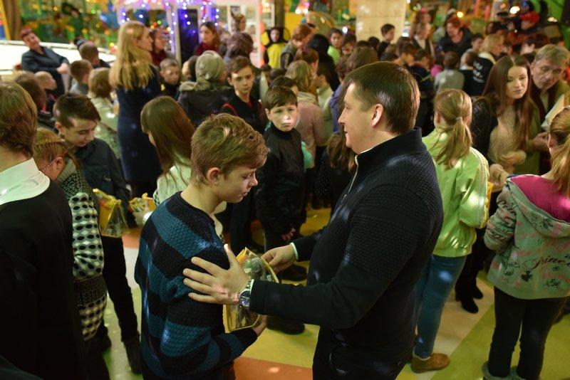 140 тысяч детей получат подарки от Рината Ахметова, фото-2