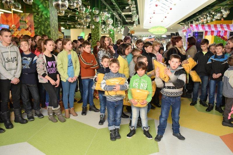 140 тысяч детей получат подарки от Рината Ахметова, фото-5