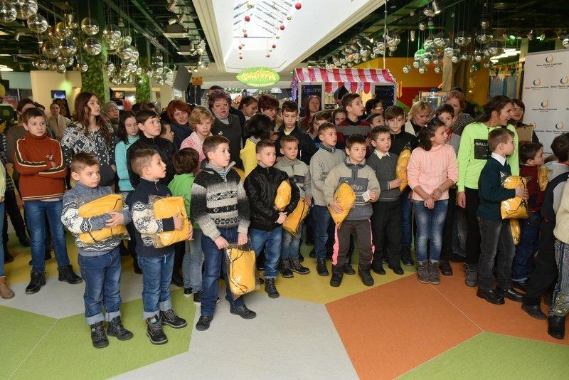 140 тысяч детей получат подарки от Рината Ахметова, фото-4