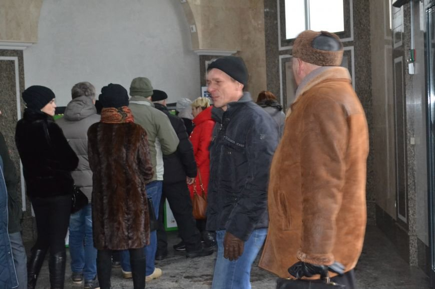 Полтавчане «штурмуют» банкоматы «ПриватБанка», фото-1