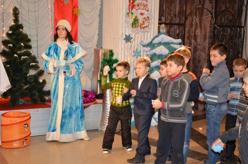 Юные авдеевские футболисты получили сладкие подарки от генерального директора АКХЗ (ФОТО), фото-9