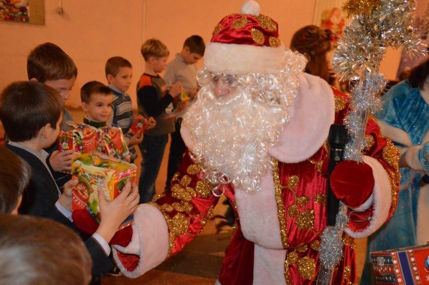 Юные авдеевские футболисты получили сладкие подарки от генерального директора АКХЗ (ФОТО), фото-6
