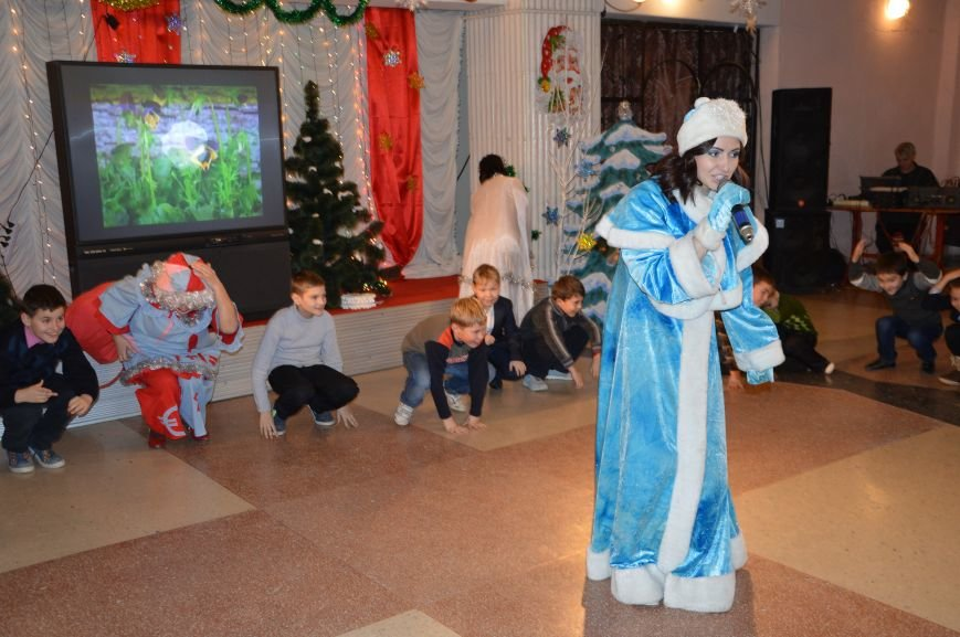 Юные авдеевские футболисты получили сладкие подарки от генерального директора АКХЗ (ФОТО), фото-3