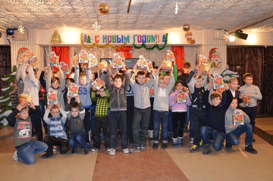 Юные авдеевские футболисты получили сладкие подарки от генерального директора АКХЗ (ФОТО), фото-8