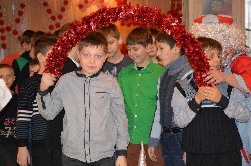 Юные авдеевские футболисты получили сладкие подарки от генерального директора АКХЗ (ФОТО), фото-5