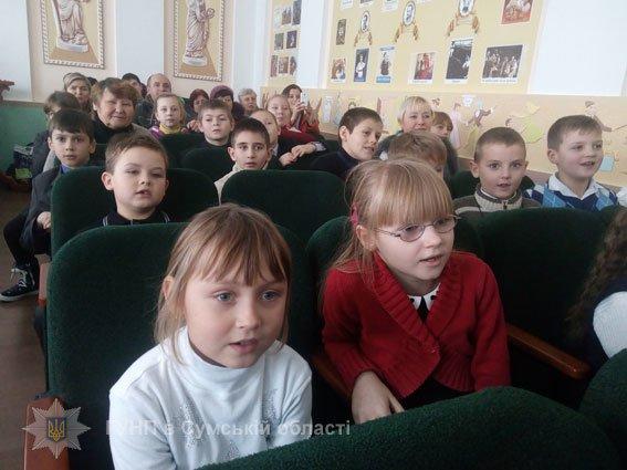 Конотопські копи привітали дітей зі святом Миколая (ФОТО), фото-1