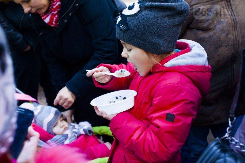 Отведать «Николину кашу» в Пионерском парке пришли сотни горожан, фото-3