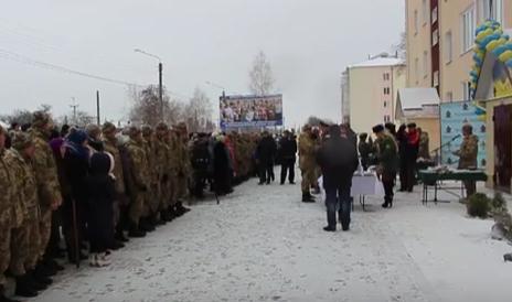 48 родин військовослужбовців отримали ключі від новеньких квартир в Конотопі, фото-1