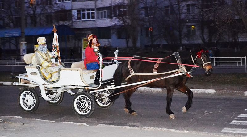 В Херсон на колеснице прибыл Святой Николай и открыл свою резиденцию (фото), фото-1