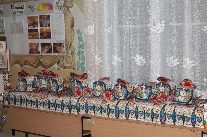 В праздник подарки ожидают каждого, фото-16