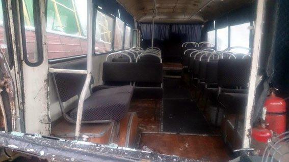 В Донецкой области автобус с шахтерами столкнулся с поездом (ФОТО), фото-1