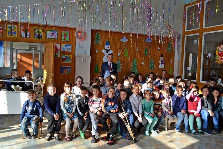 В день святого Николая дети из Алупкинской школы-интерната и санатория Боброва получили сладкие подарки, фото-1