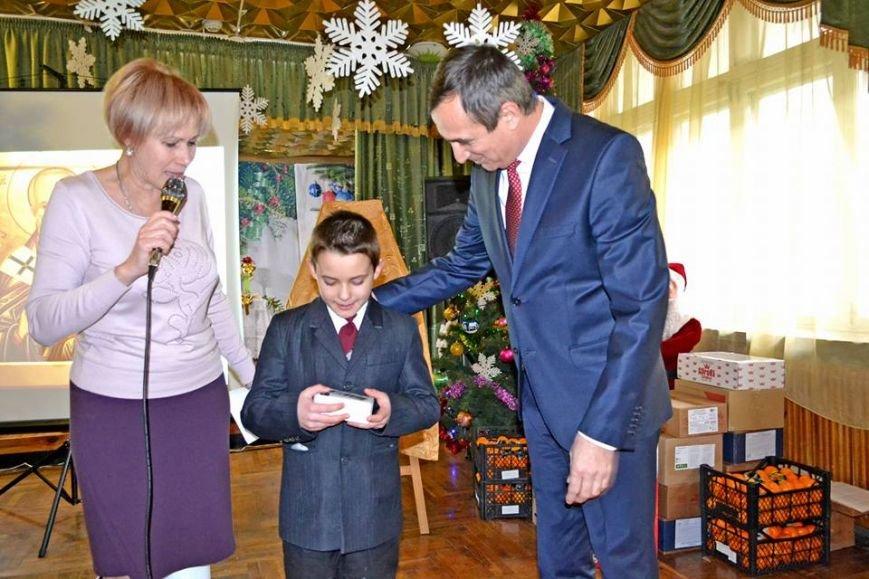 В день святого Николая дети из Алупкинской школы-интерната и санатория Боброва получили сладкие подарки, фото-7