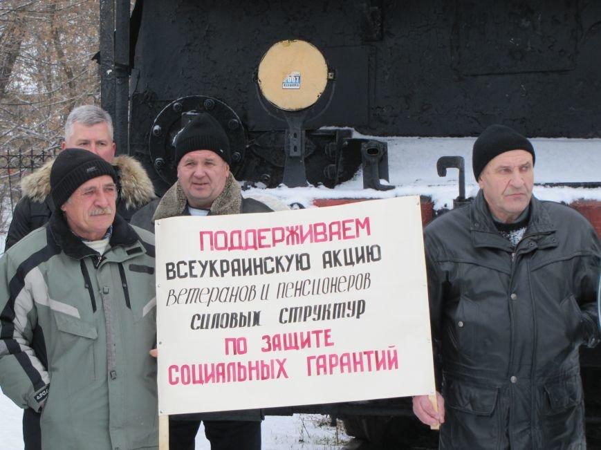 Паровозу - памятник, а пенсионерам и ветеранам - кукиш (фото), фото-7