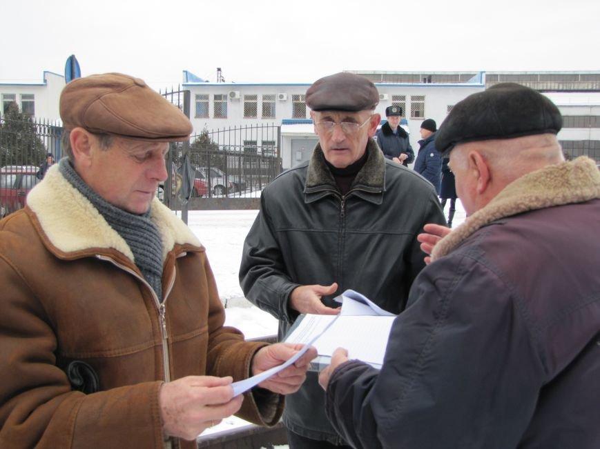 Паровозу - памятник, а пенсионерам и ветеранам - кукиш (фото), фото-10