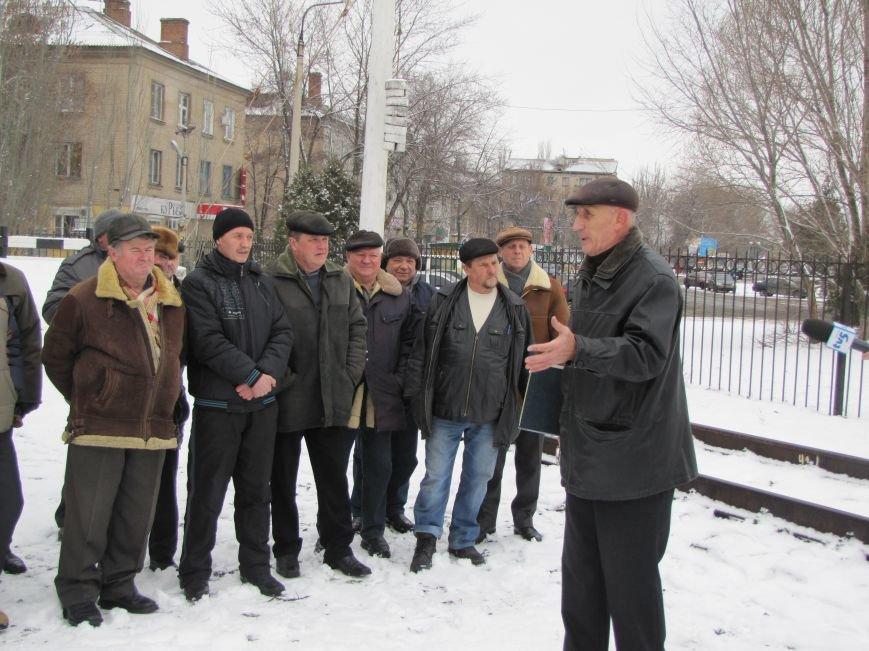 Паровозу - памятник, а пенсионерам и ветеранам - кукиш (фото), фото-2